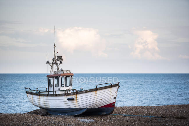 Old fishing boat on Dungeness Beach — Stock Photo
