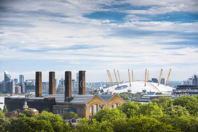The O2 Arena and cityscape — Stock Photo