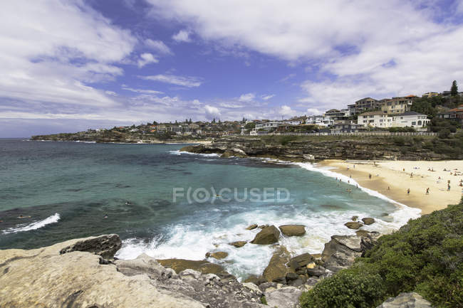 Tamarama Beach and rocky cliffs, Sydney, New South Wales, Australia — Stock Photo