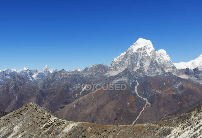 Ama Dablam and Tobuche mountains with tent pitched on background, Sagarmatha National Park, Khumbu Valley, Nepal, Himalayas, Asia — Stock Photo