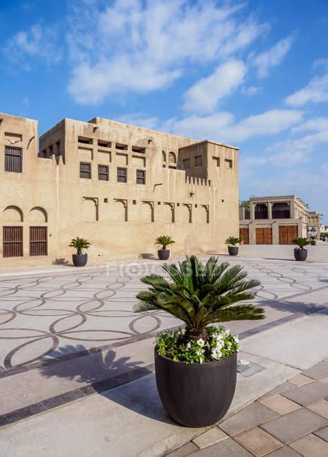 Vaso de plantas na rua Al Shindagha Heritage Village, Dubai, Emirados Árabes Unidos, Médio Oriente — Fotografia de Stock