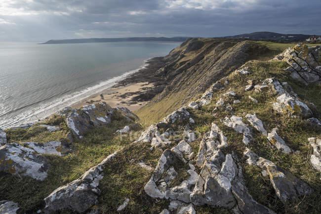 Уест Кліфф і пляжі в сонячному світлі, Gower півострова, Південний Уельс, Велика Британія — стокове фото