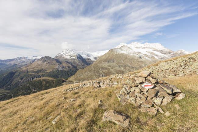 Poschiavo Valley and mountain peak with heap of rocks, Bernina Pass, Engadine, canton of Graubunden, Switzerland — Stock Photo