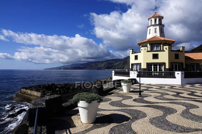 Da torre de vigia na costa na Quinta do Lorde, Canical, leste da Madeira, Portugal — Fotografia de Stock
