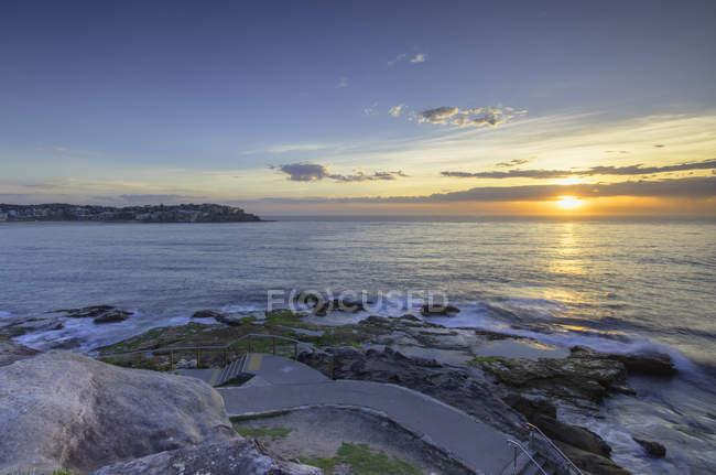 Bondi to Bronte walk on coast at dawn, Bondi Beach, Sydney, New South Wales, Australia — Stock Photo