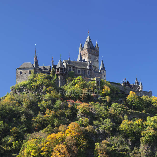 Reichsburg Castle on hill in autumn, Cochem, Moselle Valley, Rhineland-Palatinate, Germany — Stock Photo
