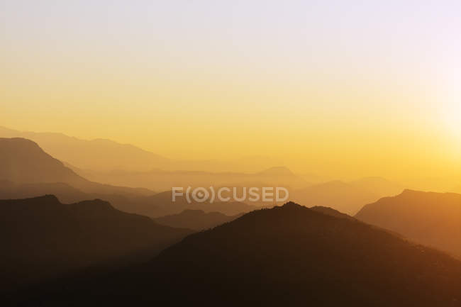 Silhouettes of mountains at sunrise, Pokhara, Nepal, Asia — Stock Photo