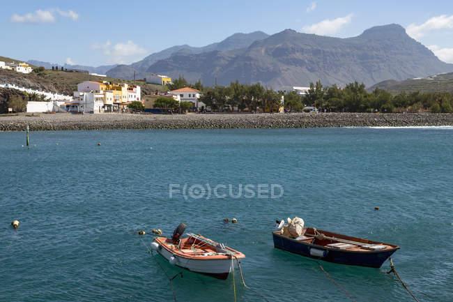 Boote im Hafen und Playa De La Aldea, Los Caserones, Gran Canaria, Kanarische Inseln, Spanien — Stockfoto