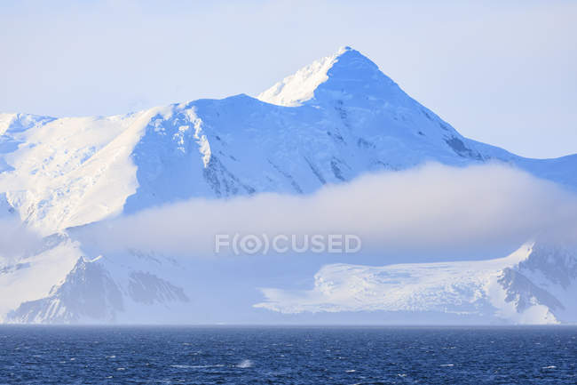 Whale blow and icy mountains in mist and sunlight, Bransfield Strait, South Shetland Islands, Antarctica, Polar Regions — Stock Photo