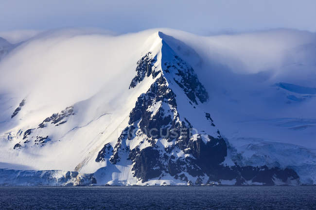 Livingston Island mountains in mist, South Shetland Islands, Antarctica, Polar Regions — Stock Photo