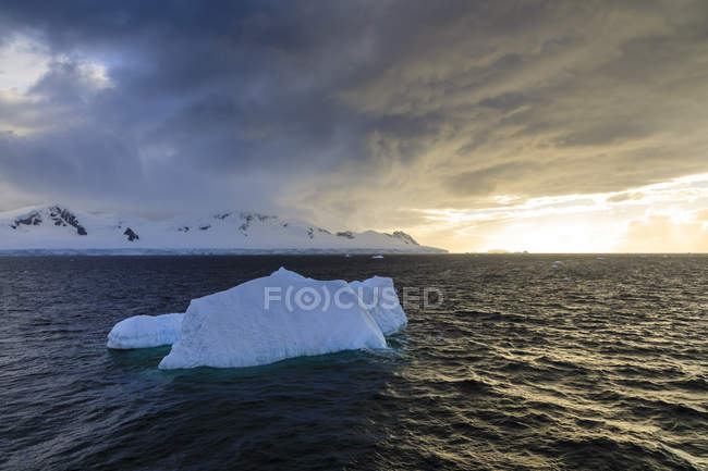 Blue iceberg at sunset with cloud formations, Gerlache Strait, Antarctic Peninsula, Antarctica, Polar Regions — Stock Photo