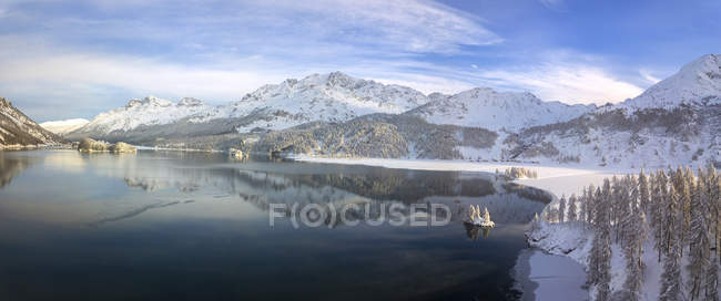 Lake Sils and Plaun da Lej during winter, Maloja Region, Canton of Graubunden, Engadine, Switzerland — Stock Photo