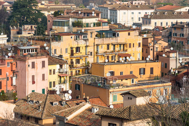 Old shabby colorful residential houses, Rome, Lazio, Italy — Stock Photo