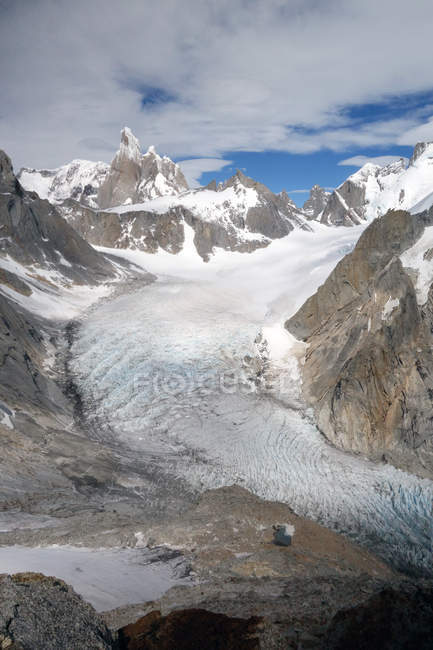 Snow covered Cerro Torre and El Chalten peaks, Argentine Patagonia, Argentina, South America — Stock Photo