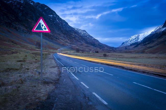 Road through the Glencoe Valley at dusk, Glencoe, Highland Region, Scotland, United Kingdom — Stock Photo