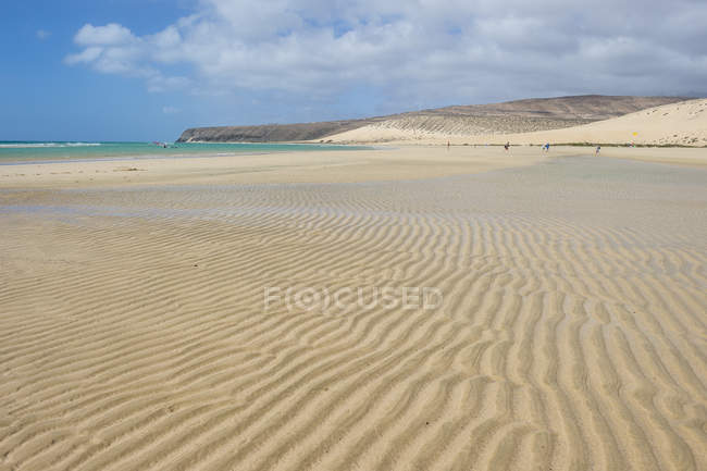 Picturesque lagoon on sandy Risco Beach, Fuerteventura, Canary Islands, Spain — Stock Photo