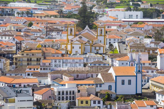 Tradicionais edifícios coloridos na Praia da vitória, ilha Terceira, Açores, Portugal — Fotografia de Stock