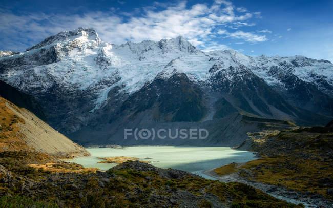 Mueller Gletschersee mit Schnee bedeckt die Berge auf Hintergrund, Aoraki-Nationalpark, Südinsel, Neuseeland — Stockfoto