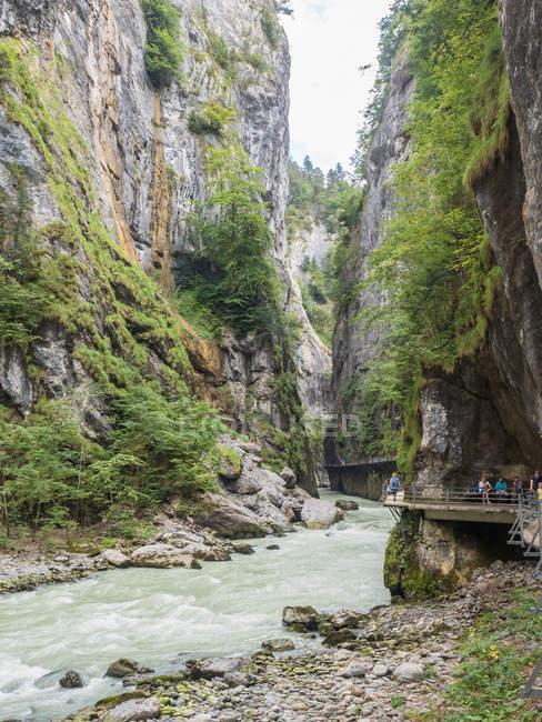 Felsigen Aareschlucht Schlucht und Berg Fluss, Meiringen, Berner Oberland, Schweiz — Stockfoto