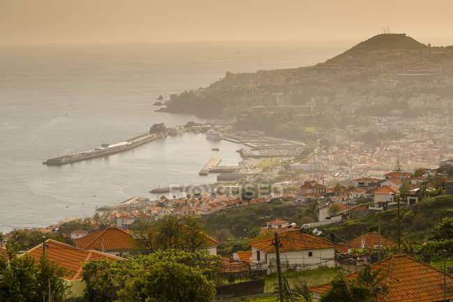 Vista sobre o porto e a cidade velha do Funchal, Funchal, Madeira, Portugal — Fotografia de Stock
