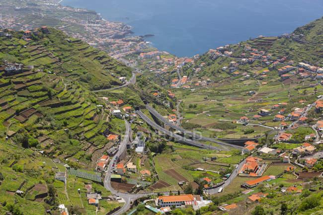 Paisagem costeira e Oceano Atlântico perto de Cabo Girao, câmara de Lobos, Madeira, Portugal — Fotografia de Stock