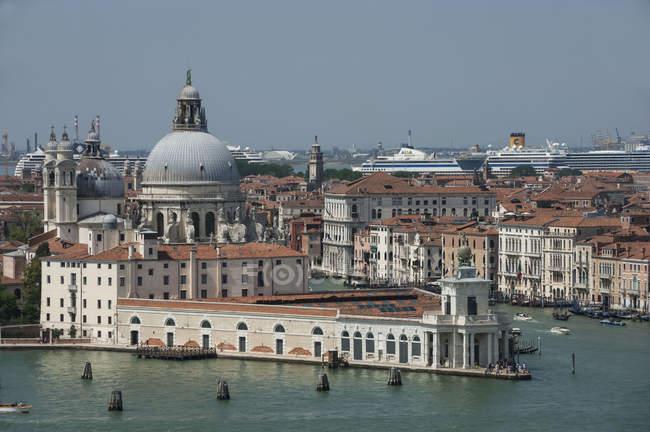 Traditional architecture and Chiesa del Santissimo Redentore, Giudecca, Venice, Veneto, Italy — Stock Photo