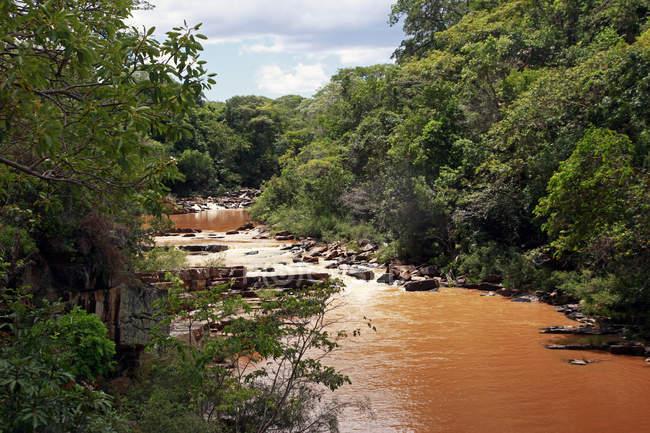 Fluss in der Flut im Serra Cipo, Minas Gerais, Brasilien, Südamerika — Stockfoto