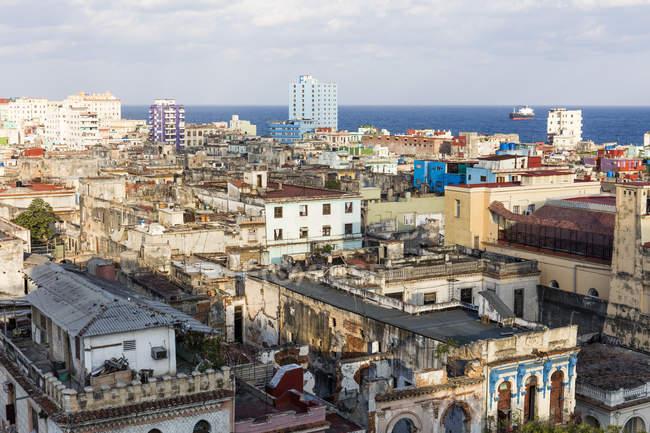 Переглянути по дахах старої будівлі — стокове фото
