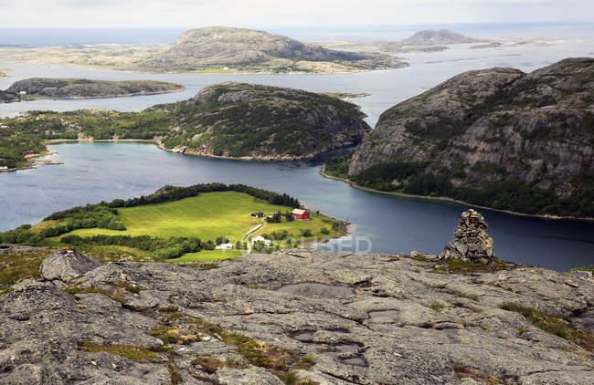 Paysage marin avec pittoresques îles rocheuses, Flatanger, Trondelag, Norvège, Scandinavie — Photo de stock