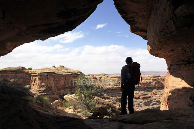 Silhouette of hiker standing in Canyonlands, Utah, United States of America, North America — Stock Photo