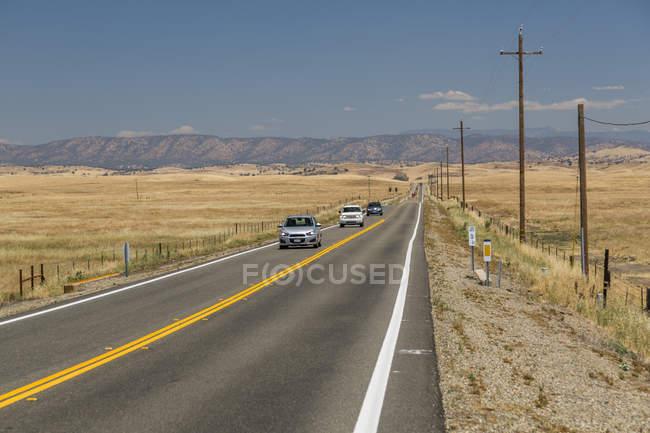 Просмотр сушеные шоссе 140 с автомобилей, Ла-Мерсед, штат Калифорния, Соединенные Штаты Америки, Северная Америка — стоковое фото