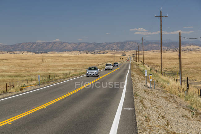 View of dried Highway 140 with cars, Merced, California, United States of America, North America — Stock Photo