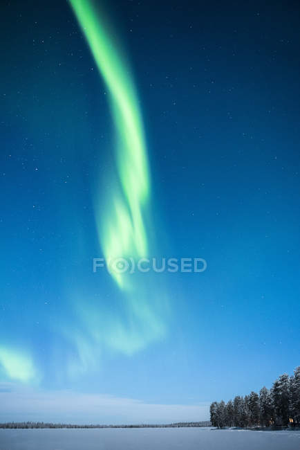 Bright Northern Lights on winter starry sky — Stock Photo