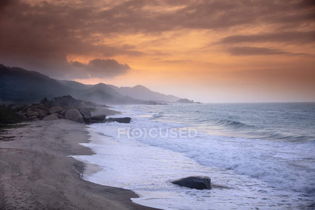 Picturesque beach under dramatic sky at sunset in Tayrona National Park, Magdalena, Colombia, South America — Stock Photo