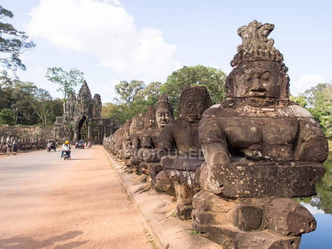 Bridge over moat to Angkor Thom, Angkor Wat complex, near Siem Reap, Cambodia, Indochina, Southeast Asia, Asia — Stock Photo