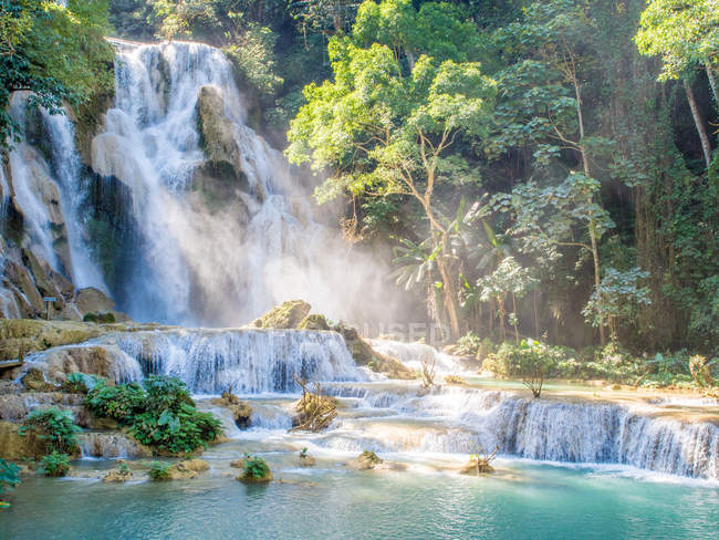 Picturesque Keang Si waterfall, Luang Prabang, Laos, Indochina, Southeast Asia, Asia — Stock Photo