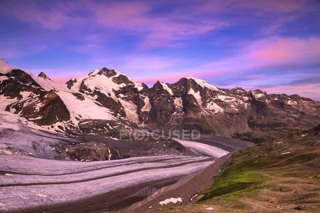 Схід сонця в снігу покриті Скелясті гори, Diavolezza притулок, Bernina Pass, Енгадині Граубюнден, Швейцарія — стокове фото