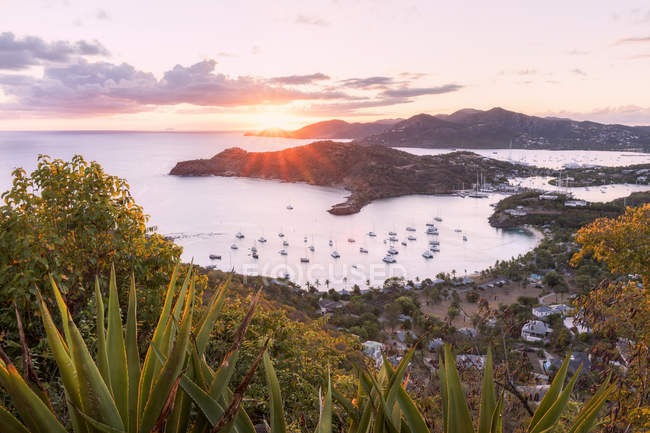 Blick von English Harbour bei Sonnenuntergang, Antigua, Antigua und Barbuda, Leeward-Inseln, West Indies, Karibik, Mittelamerika — Stockfoto