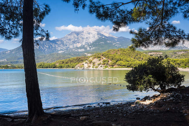 Bay at Phaselis and mountains on background, Kemer, Antalya Province, Mediterranean Coast, Turkey, Asia Minor — Stock Photo