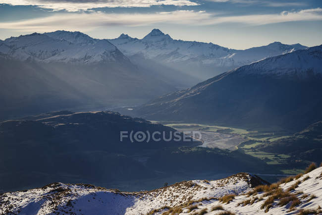 Silhouette der Bergketten mit Ansicht des Mount Aspiring, Otago, Südinsel, Neuseeland — Stockfoto