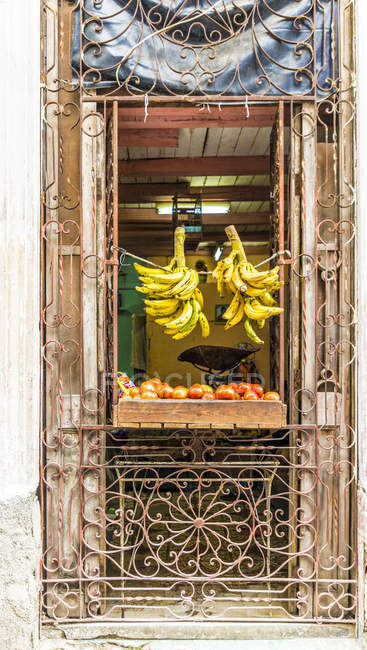 Local store selling fruits in Havana, Cuba, West Indies, Caribbean, Central America — Stock Photo