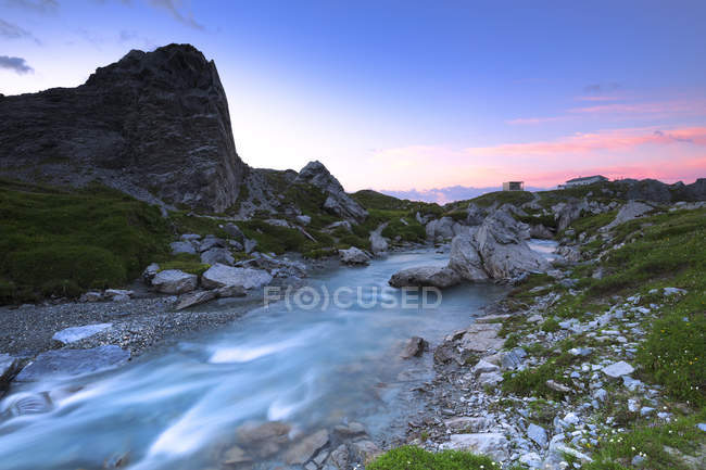 Sunrise at rocky Segnes Hutte, Unterer Segnesboden, Flims, District of Imboden, Canton of Grisons, Switzerland — Stock Photo