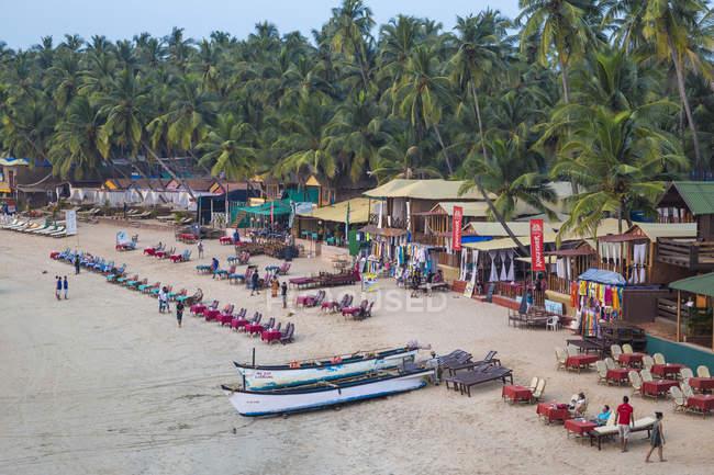 Spiaggia di Palolem sabbia con palme alberi, Goa, India, Asia — Foto stock