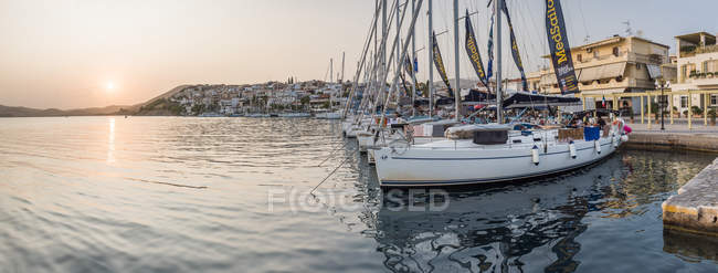 Sailing boats moored in harbor at sunset, Ermioni, Peloponnese, Greece — Stock Photo