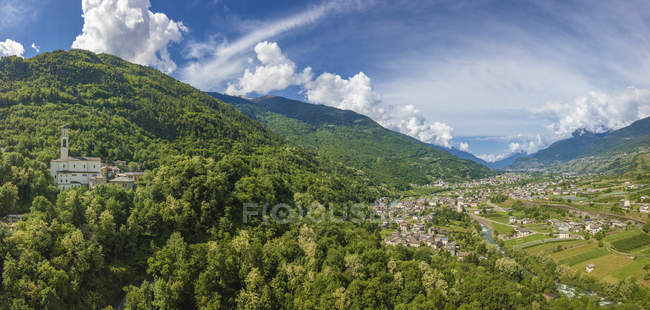 Aerial view of mountain village of Sazzo in summer, Ponte In Valtellina, Sondrio province, Lombardy, Italy — Stock Photo