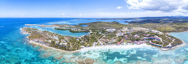 Panoramic view of turquoise sea around Long Bay, Antigua, Antigua and Barbuda, Leeward Islands, West Indies, Caribbean, Central America — Stock Photo