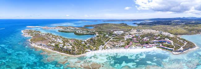 Panoramablick über den türkisblauen Meer rund um Long Bay, Antigua, Antigua und Barbuda, Leeward-Inseln, West Indies, Karibik, Mittelamerika — Stockfoto