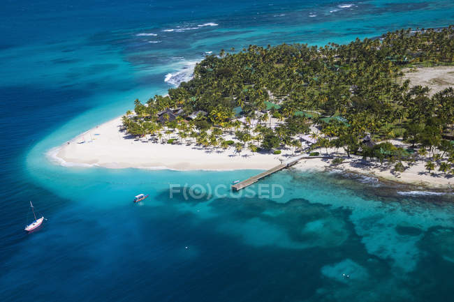 Aerial view of picturesque Palm Island, The Grenadines, West Indies, Caribbean, Central America — Stock Photo