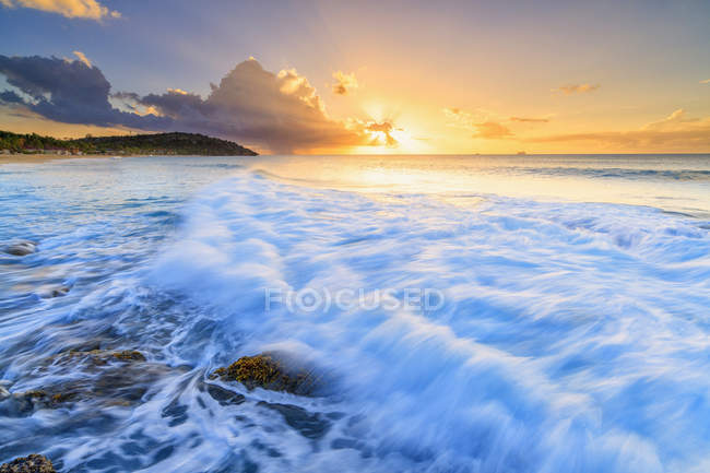 Sunset on waves of the rough sea, Galley Bay Beach, Antigua, Antigua and Barbuda, Leeward Islands, West Indies, Caribbean, Central America — Stock Photo