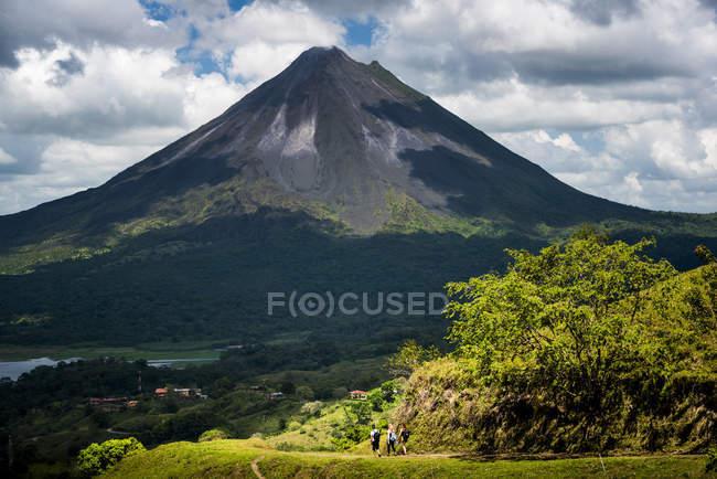 Vista do vulcão pitoresco de Arenal, província de Alajuela, Costa-Rica, América Central — Fotografia de Stock